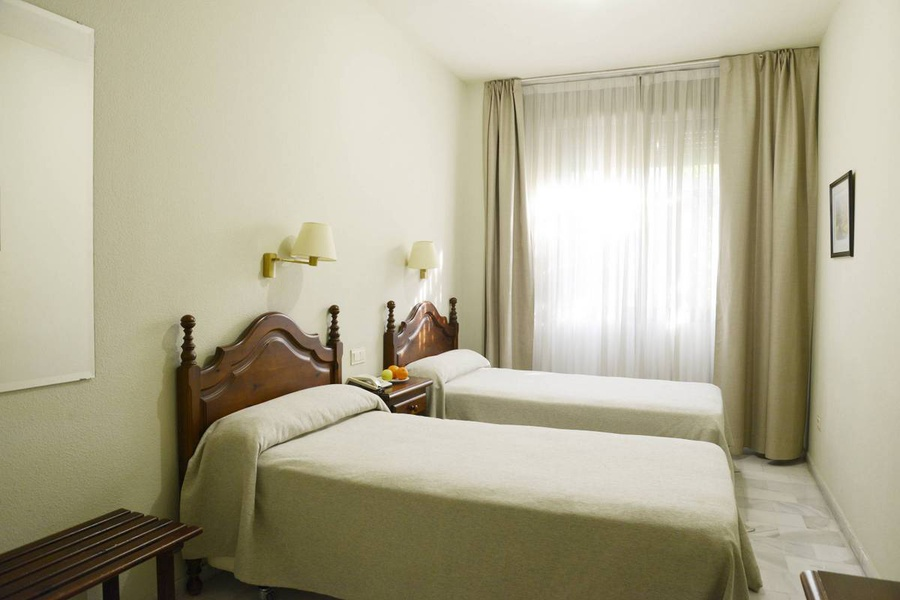 DOUBLE ROOM WITH LIVING ROOM /FAMILY ROOM Hotel San Pablo Sevilla